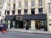 Boutique_Azzaro_rue_du_Faubourg-Saint-Honoré_à_Paris_perfettamente_chic
