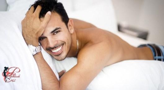 uomo_sorridente_perfettamente_chic.jpg