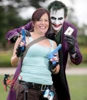 (KIKA) - DEVON - Neil Vaughan e Sharon Wetherell, una coppia inglese appassionata di fumetti, si e' sposata a Devon prendendo le distanze dal matrimonio tradizionale. Infatti sia gli sposi sia gli invitati si sono presentati alla cerimonia indossando i costumi dei loro supereroi preferiti. Neil Vaughan ha scelto di diventare Batman e Sharon Wetherell Wonder Woman, tra gli invitati si sono potuti riconoscere Iron Man, Hulk, Robin, Joker, Superman Poison Ivy, Lara Croft, Joker e Bananaman. Adam Gerrard/SS©kikapres.com