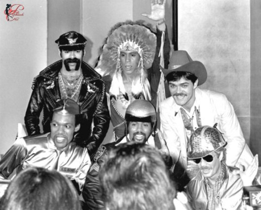 village_people_perfettamente_chic.jpg