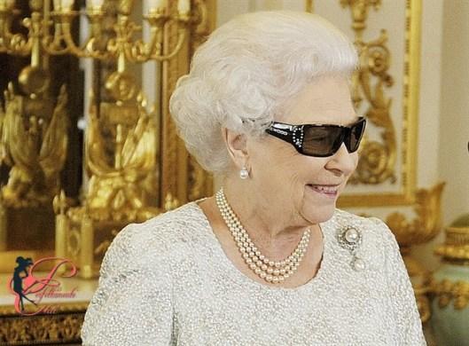 Elisabetta_II_del_Regno_Unito_perfettamente_chic