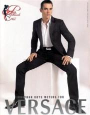 versace_jonathan_rhys-meyers_perfettamente_chic