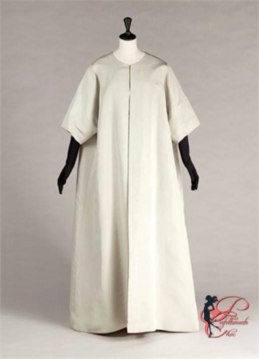 """Manteau du soir """"papillon"""", faille vert d'eau. Vêtements griffés Balenciaga. début années 60. Galliera, musée de la Mode de la Ville de Paris."""