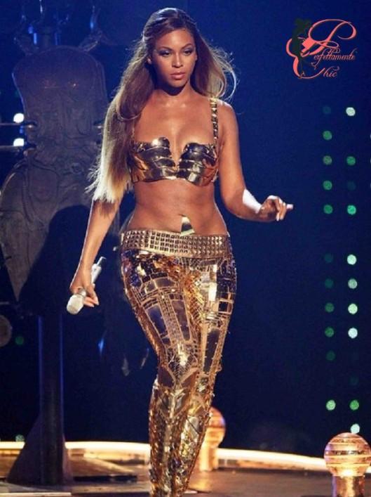 Beyoncé_BET_Awards_2007_cristobal_Balenciaga_perfettamente_chic