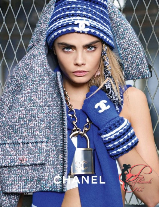Karl_Lagerfeld_Chanel_blue_perfettamente_chic