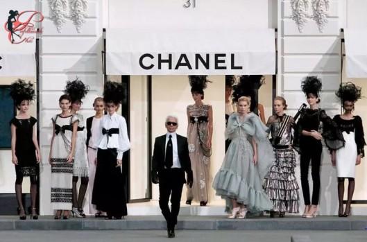 Karl_Lagerfeld_Chanel_perfettamente_chic_