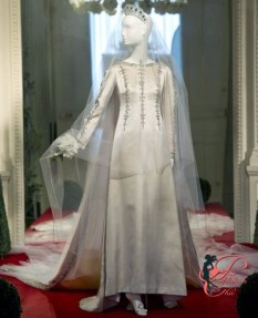María del Carmen Martínez-Bordiú_cristobal_Balenciaga_perfettamente_chic_wedding_dress