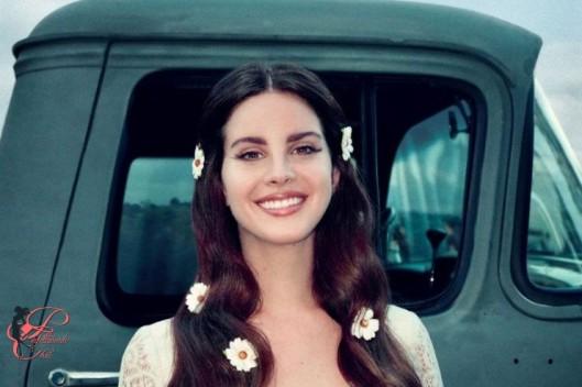 Lana_Del_Rey,_perfettamente_chic