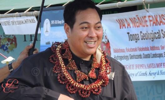 Tupoutoʻa ʻUlukalala_perfettamente_chic.jpg