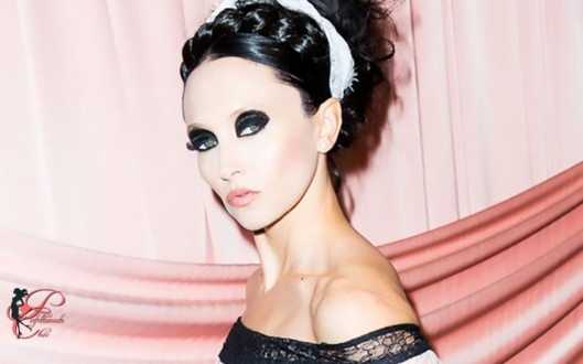 Alice_and_Olivia_by_Stacey_Bendet_perfettamente_chic_1.jpg