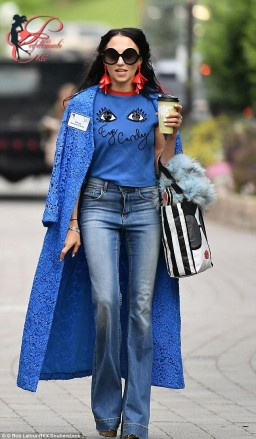 Alice_and_Olivia_by_Stacey_Bendet_perfettamente_chic_jeans.jpg