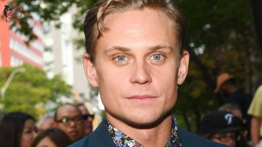 Billy-Magnussen_perfettamente_chic_