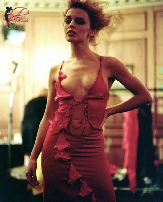 Antonio_Berardi_perfettamente_chic_Kylie_Minogue_1995.jpg