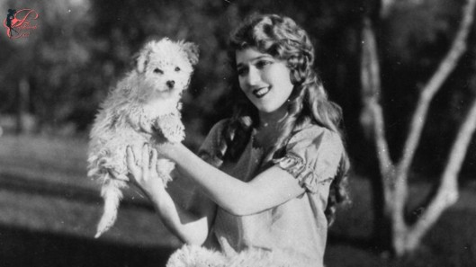 Mary_Pickford_perfettamente_chic_.jpg