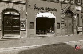 Roberta_di_Camerino_perfettamente_chic_boutique.jpg