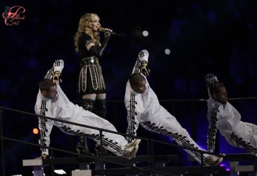 Jeremy_Scott_perfettamente_chic_Madonna_Super_Bowl_2012.jpg