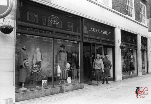 Laura_Ashley_perfettamente_chic_brand_1968.jpg