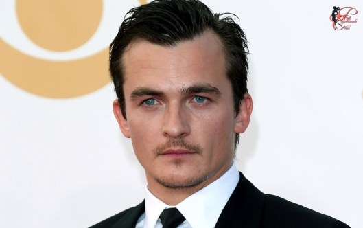 Rupert-Friend_perfettamente_chic