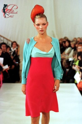 Matthew_Williamson_perfettamente_chic_Kate_Moss_1997