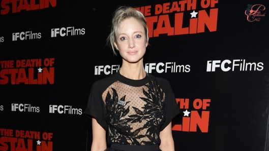 andrea_riseborough_perfettamente_chic.jpg