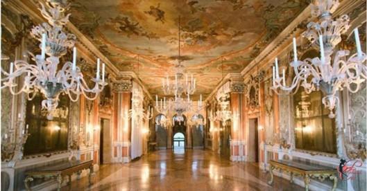 Enrico_Coveri_perfettamente_chic_palazzo_moretta_ballo.jpg