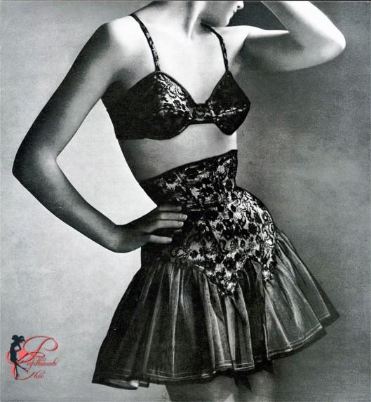 Rochas_perfettamente_chic_Marie-Rose_Lebigot_1948_Guêpiere