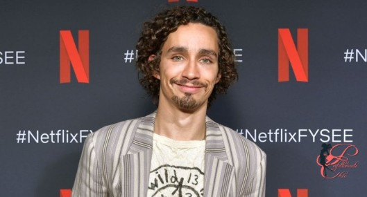 Robert-Sheehan_perfettamente_chic